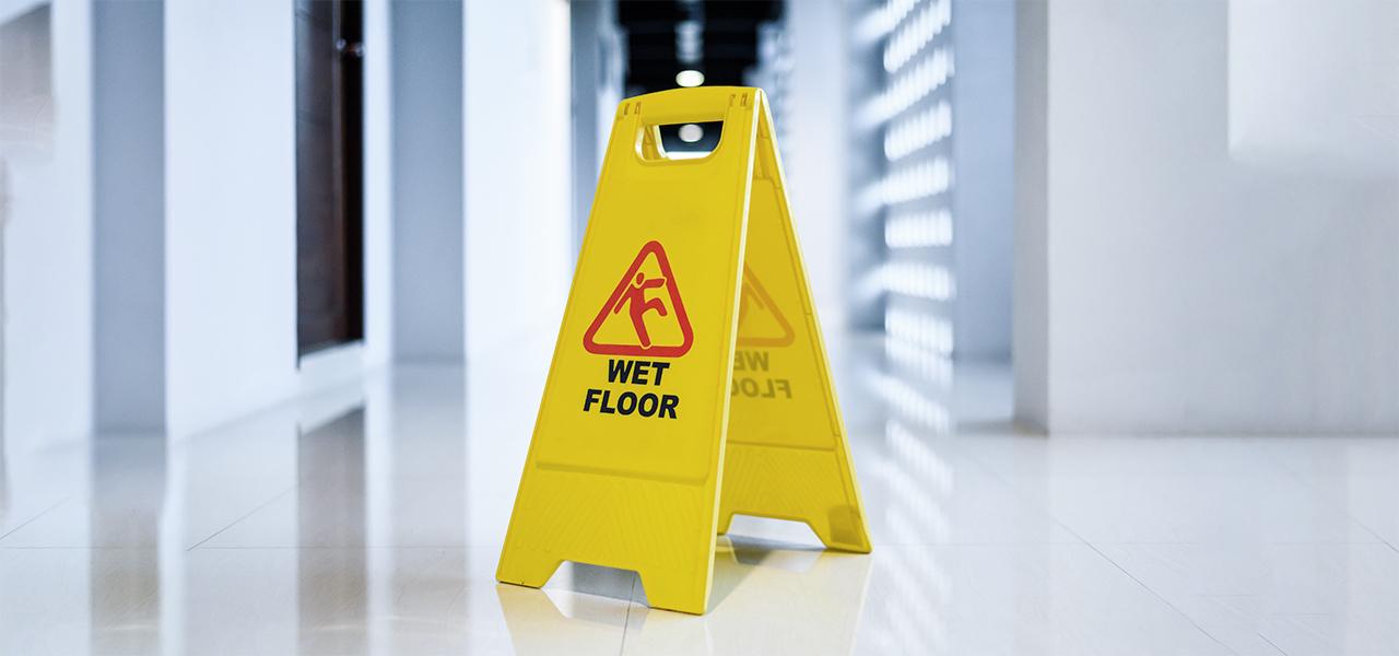 Valutare il rischio di caduta in piano – scivolamento e caduta sui luoghi di lavoro